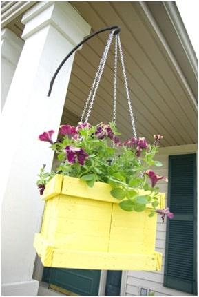 Pallet hanging planter