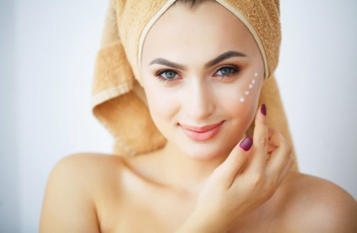 How to Maintain Your Skin During the Colder Months