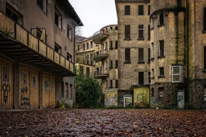What is a dilapidated building