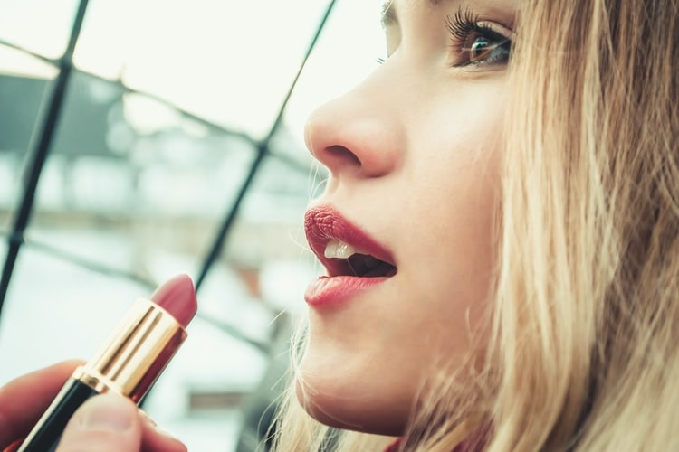 How to Choose the Best Lipstick for Your Morena Skin